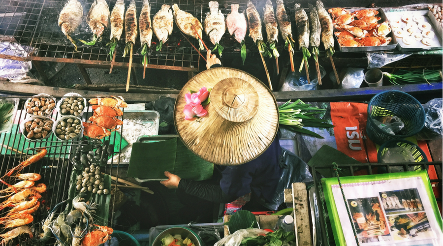 Tips to offset your travel footprint - Eat local - MyLateDeals